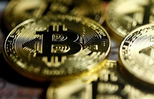 Bitcoin xuống mức thấp nhất một năm