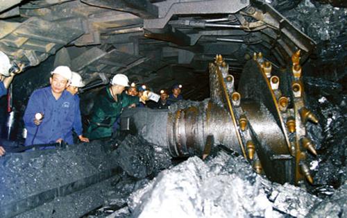 Đẩy mạnh cơ giới hóa hầm lò: Thách thức lớn của ngành than