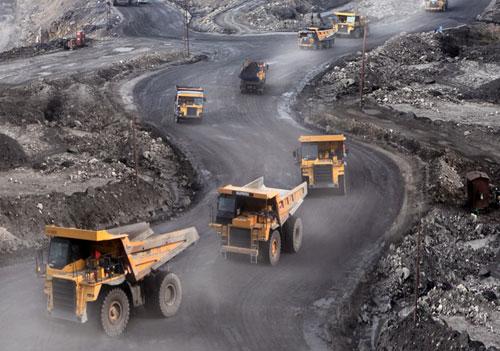 TKV: Thách thức tăng sản lượng than