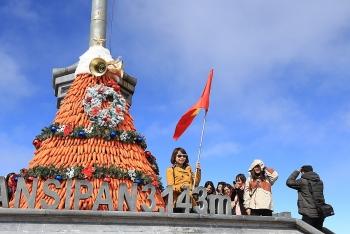 """Lễ hội mùa đông Fansipan: Chiêm ngưỡng phiên bản khác của """"Cây thông đẹp nhất châu Âu"""""""