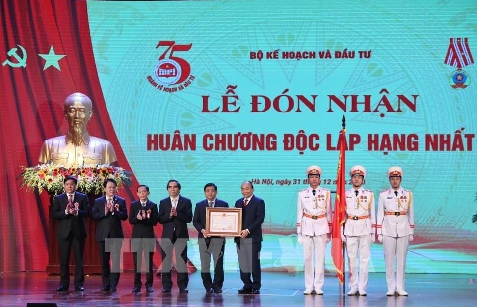 Thủ tướng dự Lễ kỷ niệm 75 năm Ngày thành lập ngành Kế hoạch và Đầu tư
