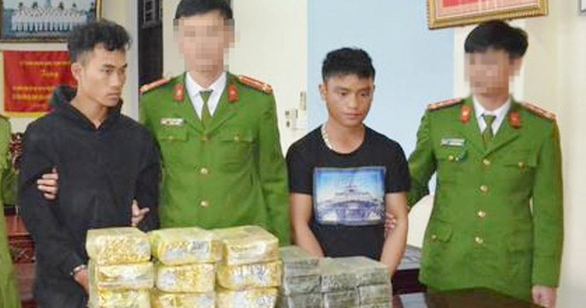 bat 2 doi tuong dung hang nong van chuyen 20 banh heroin va 12kg ma tuy da