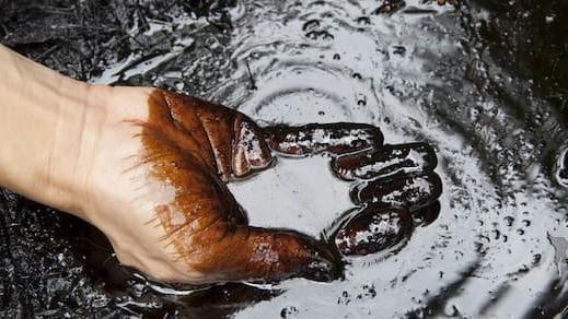 """Vì sao chúng ta không thể """"quay lưng"""" lại với dầu mỏ?"""