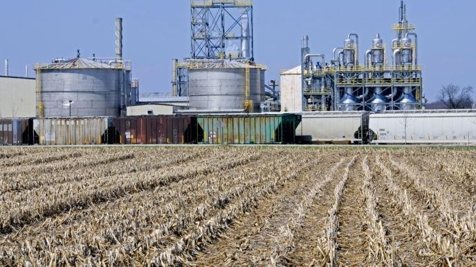 Chính quyền Biden xem xét giảm hạn ngạch nhiên liệu sinh học