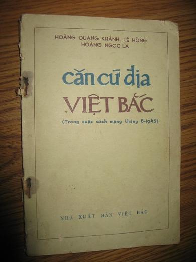hoi cho sach cu thang 8 trung bay sach bao tu nam 1946