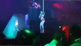 video cu dan mang ngan ngam vi sao teen angela phuong trinh thieu vai mua cot trong quan bar