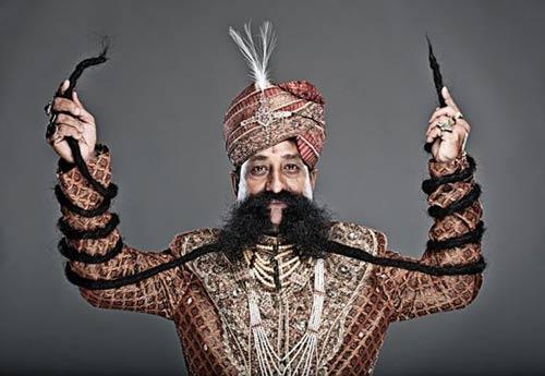 Người đàn ông có bộ ria mép dài nhất hành tinh