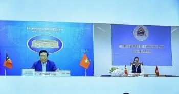 Phó Thủ tướng, Bộ trưởng Ngoại giao Việt Nam hội đàm trực tuyến với Bộ trưởng Ngoại giao và Hợp tác Timor-Leste.