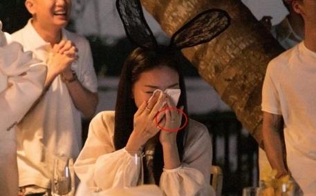 Huy Trần cầu hôn Ngô Thanh Vân trong tiệc sinh nhật