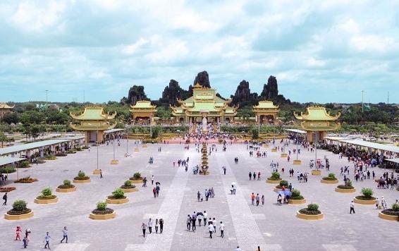 Hệ sinh thái bất động sản của vợ chồng bà Nguyễn Phương Hằng tầm cỡ nào?