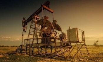 Mỹ: Đầu tư dầu khí khó thu xếp tín dụng