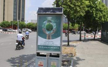 Thùng rác công nghệ pin mặt trời trên đường phố Hà Nội