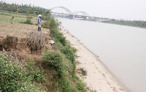 Hà Nội công bố tình huống khẩn cấp sạt lở bờ tả sông Đuống