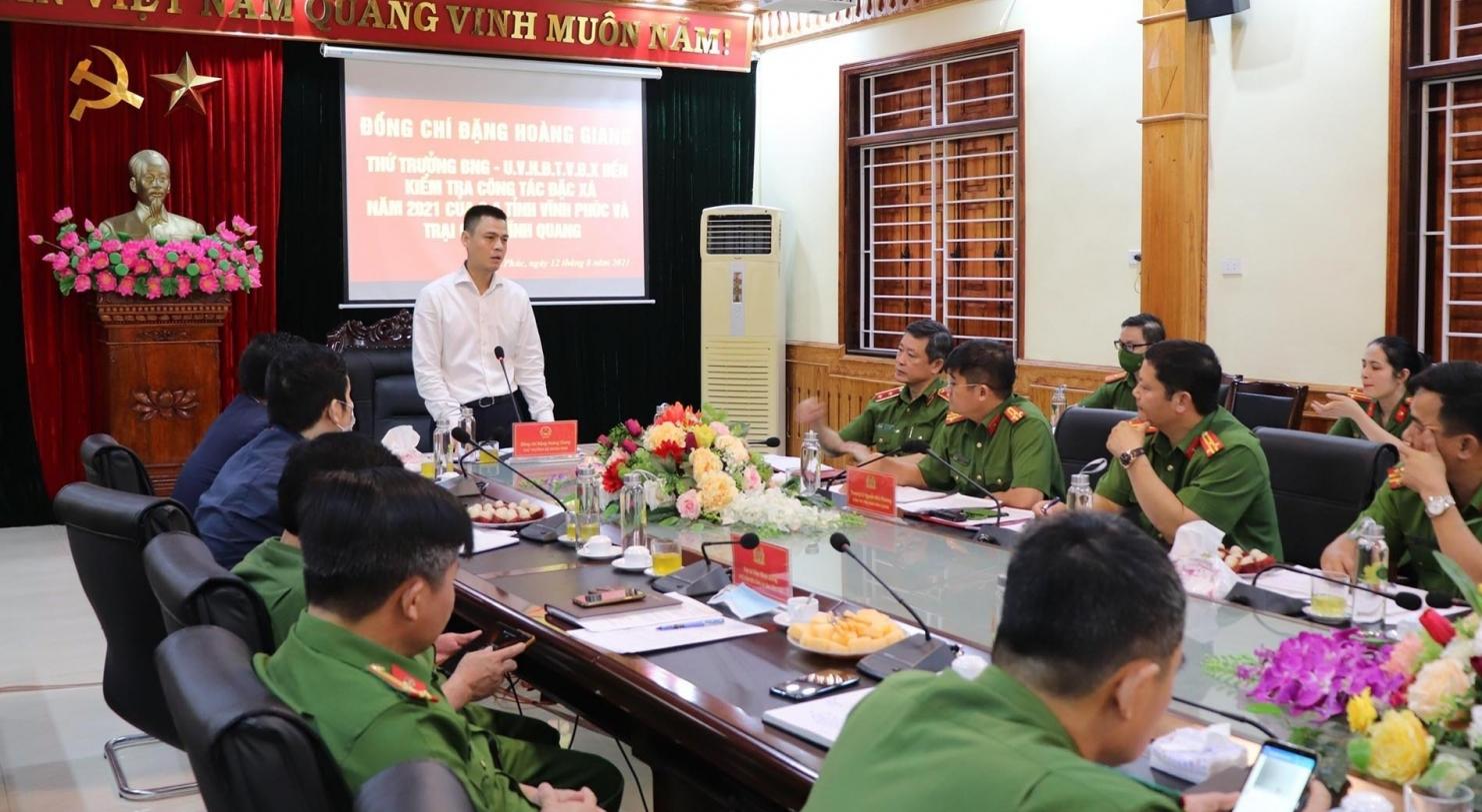 Thứ trưởng Bộ Ngoại giao Đặng Hoàng Giang kiểm tra công tác đặc xá 2021 tại Vĩnh Phúc