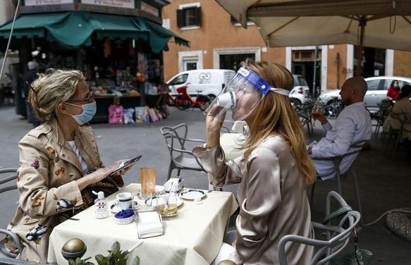 Châu Âu có đang sống chung với đại dịch Covid-19?