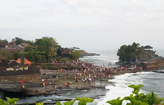 Indonesia mở cửa lại Bali cho khách quốc tế từ 14/10