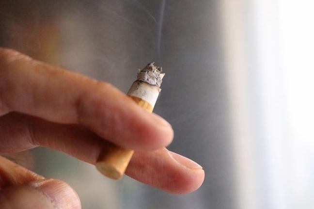 Nghiên cứu 'chấn động': Việc bỏ thuốc lá cực khó khi con người cô đơn