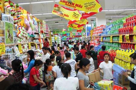 nhieu chuong trinh uu dai nguoi dan mua sam trong thang khuyen mai 2013