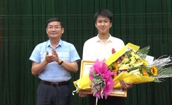 gianh 2 hcv quoc te nam sinh duoc tang huan chuong lao dong