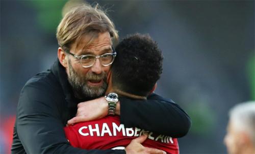 HLV Klopp hé lộ lý do chọn Liverpool thay vì Man Utd