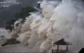 """Ứng phó với """"song bão"""" đang tiến nhanh vào biển Đông"""