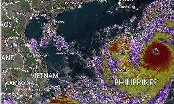 Siêu bão Mangkhut đi vào biển Đông và trở thành cơn bão số 6 ảnh hưởng đến Việt Nam