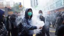 Hồng Kông: Tiểu thương đụng độ cảnh sát ngay đầu năm mới