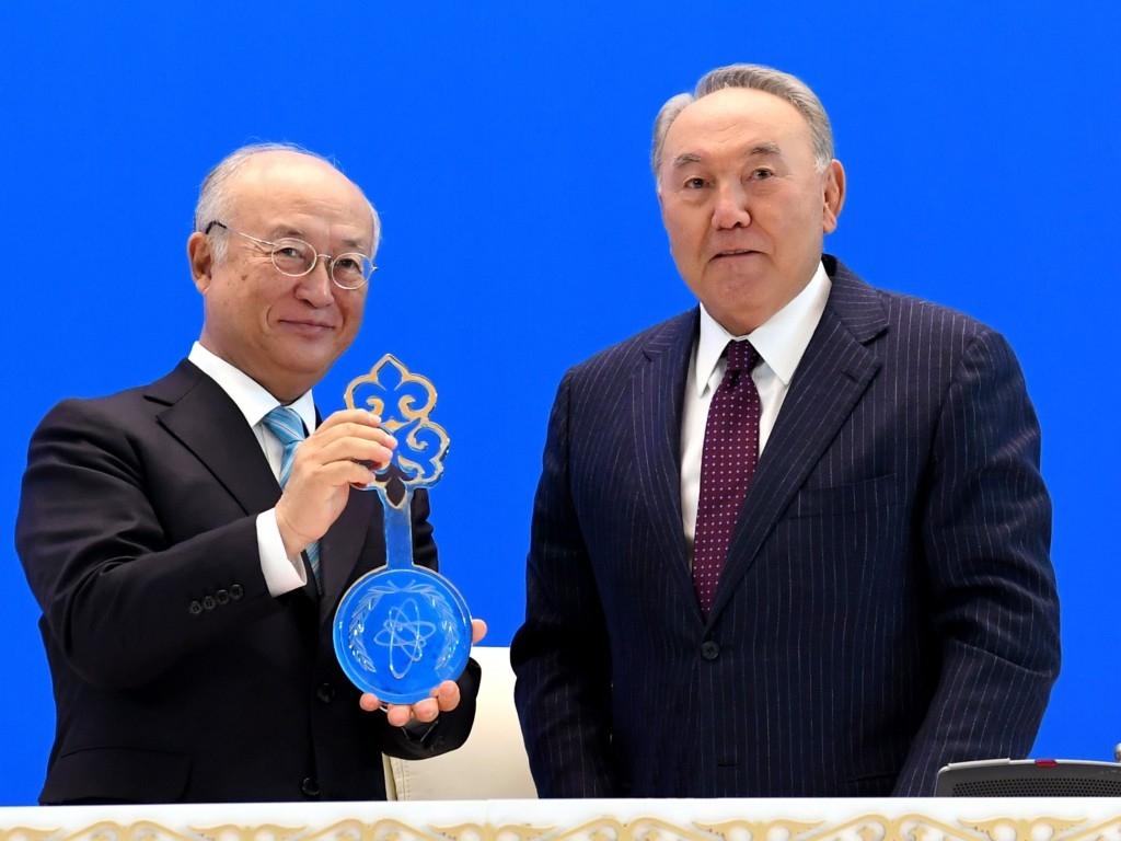ngan hang uranium lam giau thap o kazakhstan