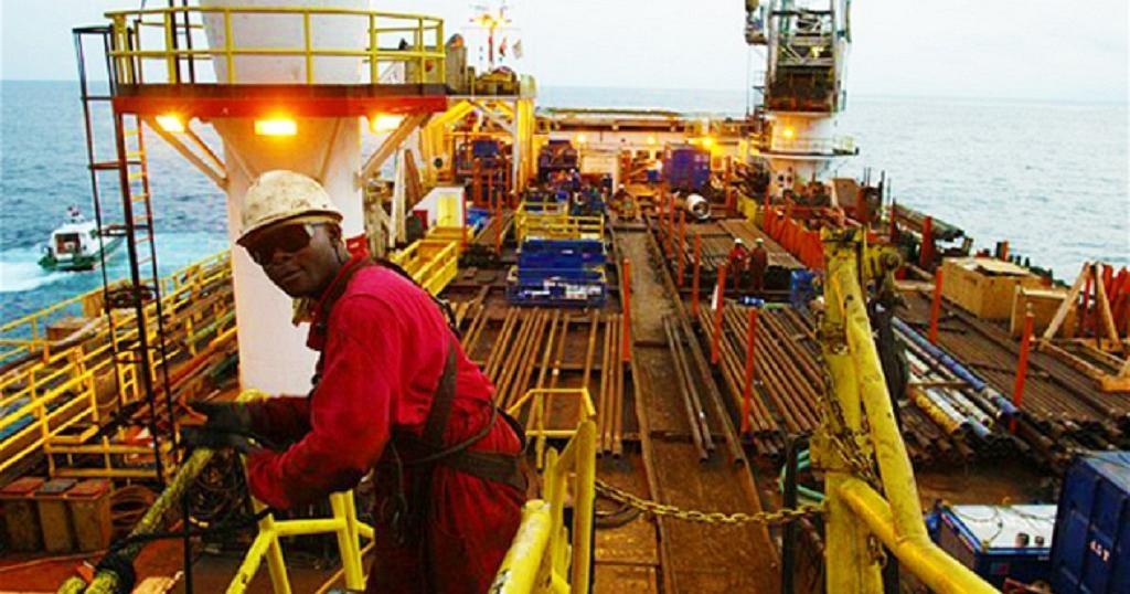 Eni phát hiện mỏ dầu lớn trên thềm lục địa Angola