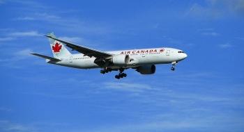 Máy bay Canada chở 170 hành khách bị chim trời tấn công