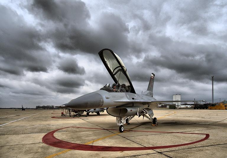 1/3 máy bay chiến đấu Mỹ ngưng hoạt động