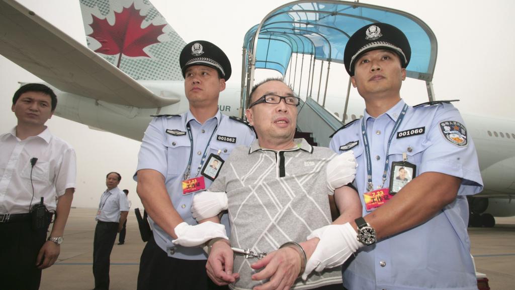 Trung Quốc tìm tham quan trốn ra nước ngoài như thế nào?