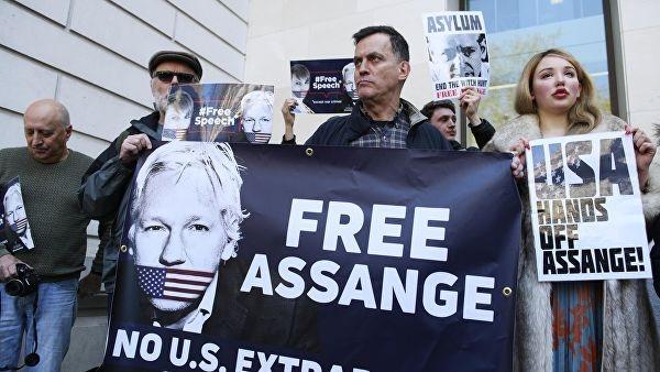 Assange đã biến đại sứ quán Ecuador tại London thành ổ gián điệp?