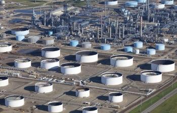 Dư thừa dầu thô của Mỹ tăng cao nhất trong lịch sử