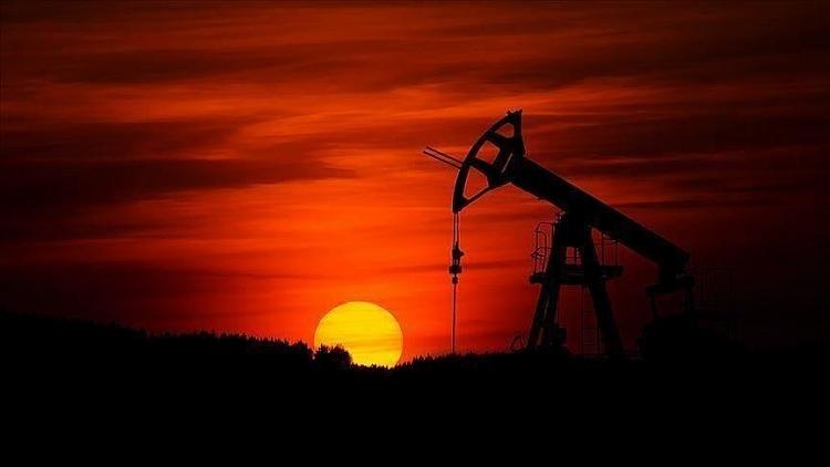 Sau một tháng đứng quanh mức 60 USD/thùng, giá dầu thô sẽ đi theo hướng nào?