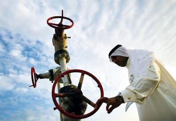 Arab Saudi tiếp tục cắt giảm mạnh sản lượng