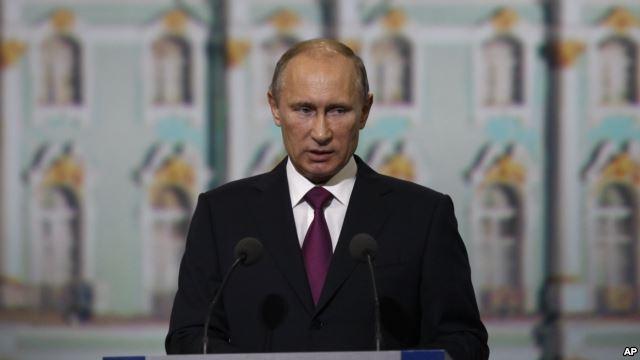 TT Putin khẳng định: Snowden đang ở Matxcơva