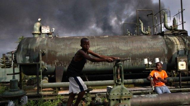 Nigeria chuẩn bị khuôn khổ pháp lý cho các hoạt động lọc dầu thủ công