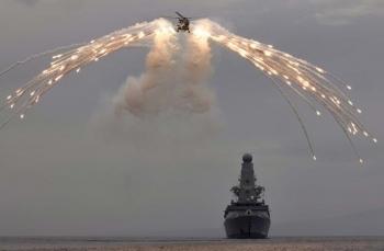 Quân đội Nga nổ súng ngăn chặn tàu khu trục Anh xâm phạm biên giới trên Biển Đen