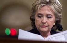 """WikiLeaks tung """"hàng độc"""" đúng lúc bà Hillary chọn phó tướng"""