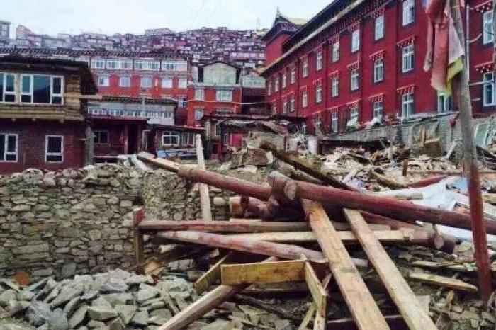 Trung Quốc đập phá nơi tu hành lớn nhất của người Tây Tạng