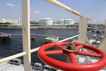 eni va total ban co phan cho qatar petroleum