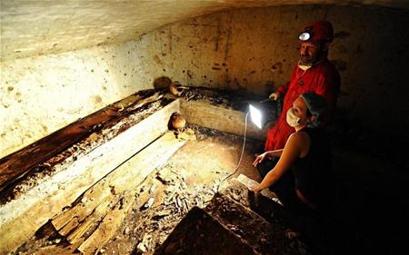 Italia khai quật mộ cổ để tìm nàng Mona Lisa