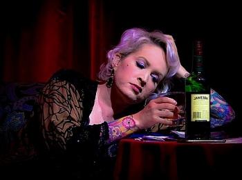 """Phụ nữ nước nào uống rượu """"đỉnh"""" nhất?"""