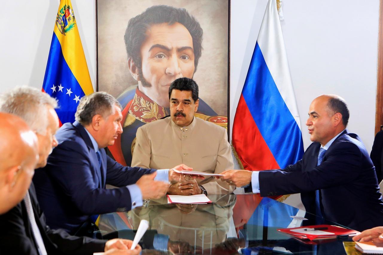 rosneft duoc uu dai thue de phat trien hai mo khi dot ngoai khoi venezuela
