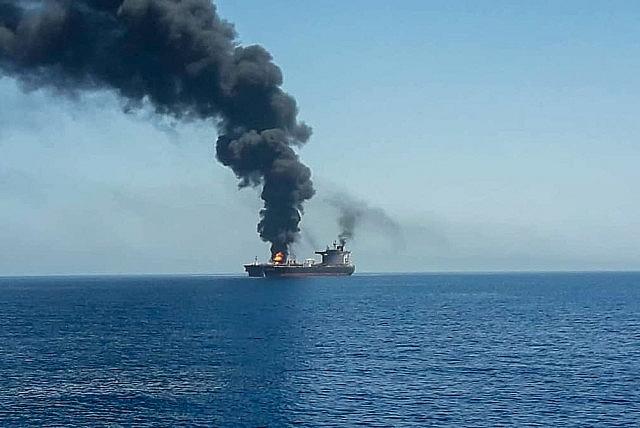 Tàu chở dầu Israel bị tấn công, hai người chết
