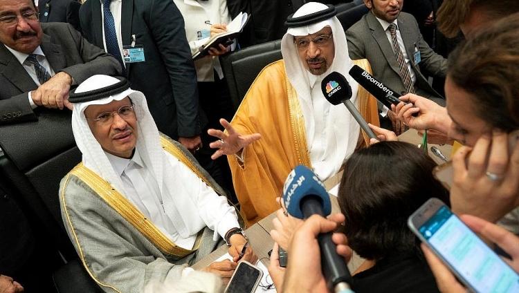 vi sao arab saudi bat ngo thay the bo truong nang luong