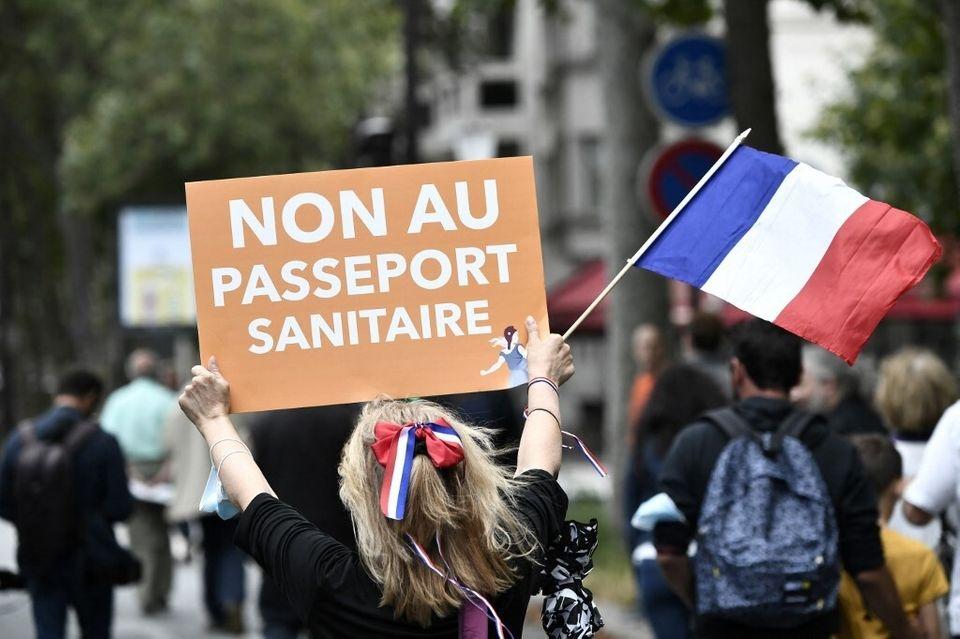 Tiêm chủng Covid-19 tại Pháp: Từ chống đối đến thành công lớn