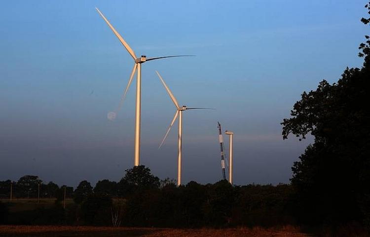 """LHQ kêu gọi phát triển năng lượng """"sạch"""" cho người nghèo"""