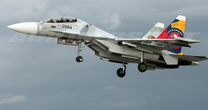Máy bay Su-30 của Venezuela ngăn chặn tàu chiến Mỹ bắt tàu chở dầu Iran
